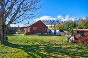 New to the market 3-bed/ 1 bath, stand alone home
